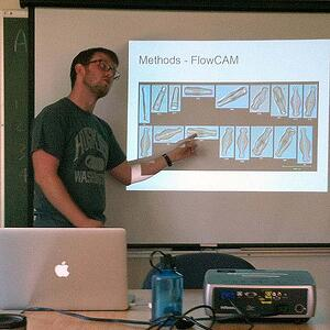Ian Bishop explaining methods for size series analysis using the FlowCAM to INSTAAR graduate students