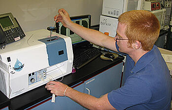 Andrew_Mark_studies_algae_with_the_FlowCAM_at_Lone_Star_College